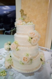 ELEGANT WHITE  Wedding Cake Flowers in Riverside, CA | Willow Branch Florist of Riverside
