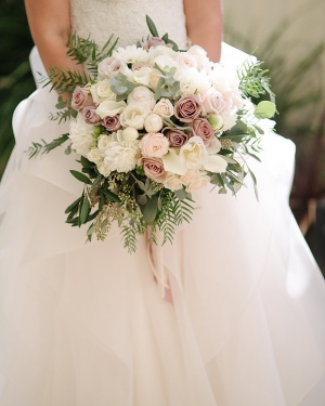 Romantic & Feminine   in Oakville, ON | ANN'S FLOWER BOUTIQUE-Wedding & Event Florist