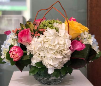 EPIC BLOOMERS ELEGANT MIXTURE OF FLOWERS