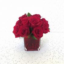Eternal Love Red Roses scuare vase