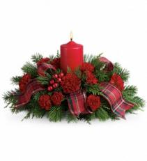 Family Celebration               T123-1 Christmas Floral Centerpiece