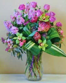 FASHIONABLY FABULOUS Arrangement of Flowers