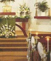 Altar/Podium/Garland/Pews Wedding Ceremony Flowers