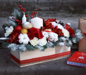 Festive Gift Box  in Oakville, ON | ANN'S FLOWER BOUTIQUE-Wedding & Event Florist