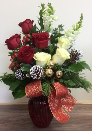 Festive Roses 2020 Christmas arrangement