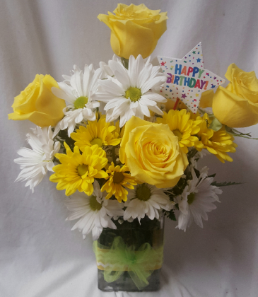 HAPPY BIRTHDAY SUNSHINE BOUQUET-THIS COMES WITH A happy birthday  pic, yellow roses, White and yellow daisies to celebrate a birthday!!!