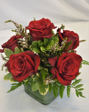 FIERY RED ROSES HALF DOZEN RED ROSE DESIGN