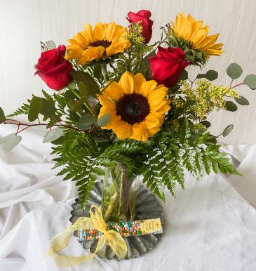"Florafino's ""Sunny Days Bouquet"" vase"