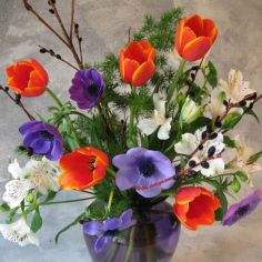 FLOWERS FOR THE FUTURE Monthly Delivery of Seasonal Arrangements in Vase in Ithaca, NY | BUSINESS IS BLOOMING