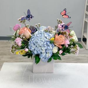 Flutter Vase Arrangement in Middletown, NJ | Fine Flowers