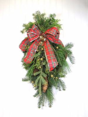 Fresh Christmas Swag for a Door or Mailbox Christmas  in Magnolia, TX | ANTIQUE ROSE FLORIST