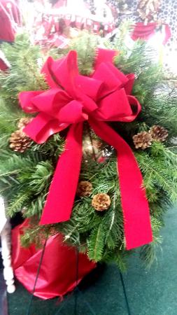Fresh Mixed Green Wreath  in Jersey Shore, PA | Russell's Florist, LLC