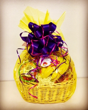 Fruit & Cheese Gift Basket Fruit, Dip, Cheese & Crackers in Plainview, TX | Kan Del's Floral, Candles & Gifts
