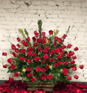 GAME CHANGER 100 STUNNING LONG STEM ROSES in Murfreesboro, TN | Veda's Flowers & Gifts