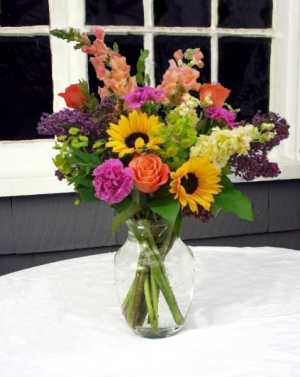 Garden in a Vase Vase Arrangement in North Adams, MA | MOUNT WILLIAMS GREENHOUSES INC