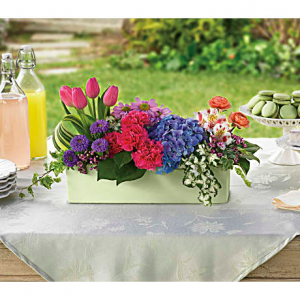 Garden Party Table Center in Osoyoos, BC | Osoyoos Flowers