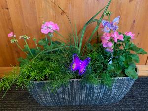 Geranium Planter  in Fowlerville, MI | ALETA'S FLOWER SHOP