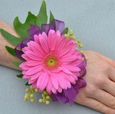 Gerber Daisy Wristlet We can use different color flower, ribbon , etc.
