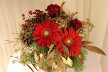 GERBERA & GOLD Floral arrangement