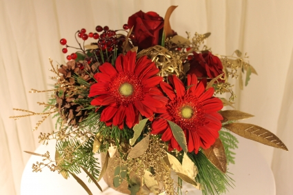 GERBERA & GOLD Floral arrangement
