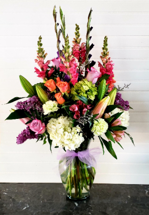GINA'S FAMOUS ARRANGEMENT Exclusively at Mom & Pops in Oxnard, CA | Mom and Pop Flower Shop