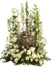 GOLD AND WHITE URN GARDEN TABLE ARRANGEMENT