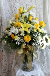 Golden Fresh Vase in North Salem, IN | GARDEN GATE GIFT & FLOWER SHOP