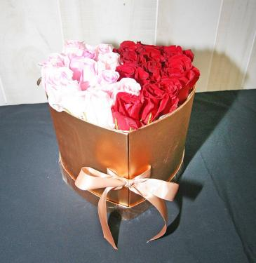 GOLDEN HEART BOX OF ROSES ROSES-PINK & RED