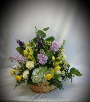 Golden Memories Basket in Norway, ME | Green Gardens Florist & Gift Shop