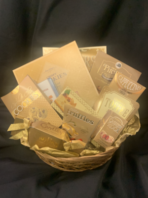 Golden Snacker Gourmet Basket in Red Lake, ON | FOREVER GREEN GIFT BOUTIQUE
