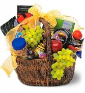 Gourmet Picnic Basket  Fruit and Gourmet