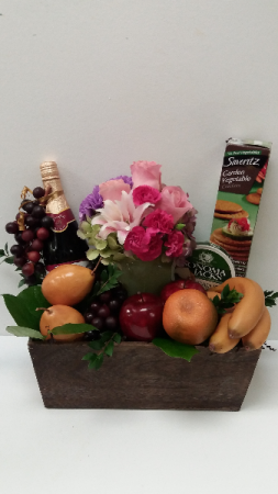 Gourmet Picnic  Gourmet Gift Box in Webster, TX |  La Mariposa Flowers