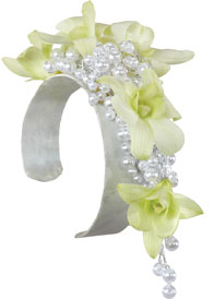 PEARLY WHITE Wrist corsage