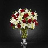 Grand Occasion™ Bouquet by Vera Wang  lx collection