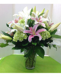 Green & Pink Spectacular Arrangement