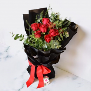 Half a Dozen Red Roses Cut Bouquet in Whitesboro, NY | KOWALSKI FLOWERS INC.