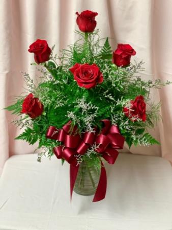 Half dozen red roses in vase Roses