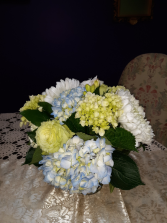 Happy hydrangeas vase arrangement