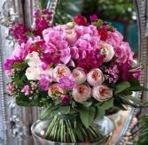 HAPPY MOMENT ELEGANT MIXTURE OF FLOWERS