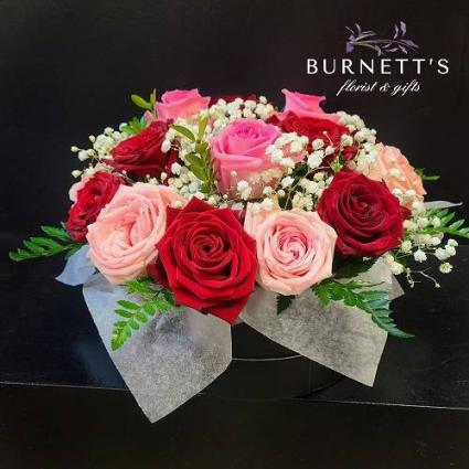 HAT BOX OF ROSES  ARRANGEMENT