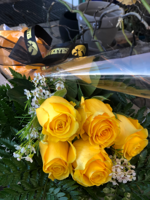 HAWKEYE 6 Rose Wrap  wrap bouquet  in Iowa City, IA | Every Bloomin' Thing