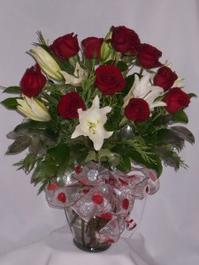 HEART OF MINE - Roses & Oriental Lilies Valentine's Day Roses, Anniversary Roses, Birthday Roses, Wedding Roses, Holiday Roses