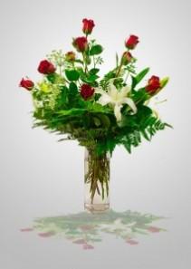 Heartfelt   BBS02 Red Roses & Fragrant Lilies Arrangement