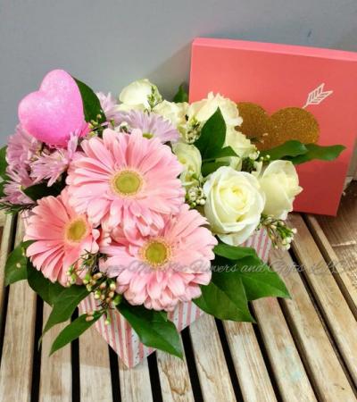 Heartfelt Hat Box Bouquet