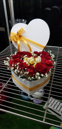 Heartfelt Message of Love  Rose's and Chocolates