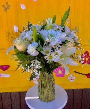 Heartfelt Sympathy Arrangement in Lancaster, CA | GONZALEZ FLOWER SHOP