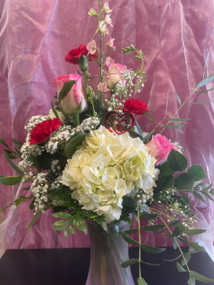Hearts a Flutter  in Yankton, SD | Pied Piper Flowers & Gifts