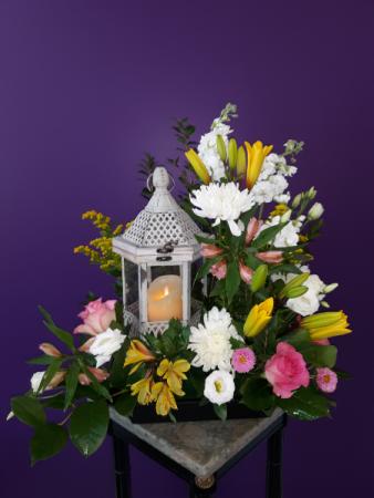 Heaven's light  White lantern table arrangement