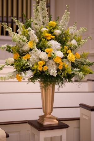 Hello Yellow Wedding Alter Arrangement In Webster Tx La Mariposa