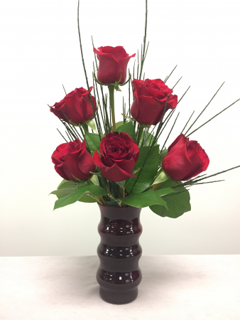 Hi Style Half Dozen Red Rose Arrangement